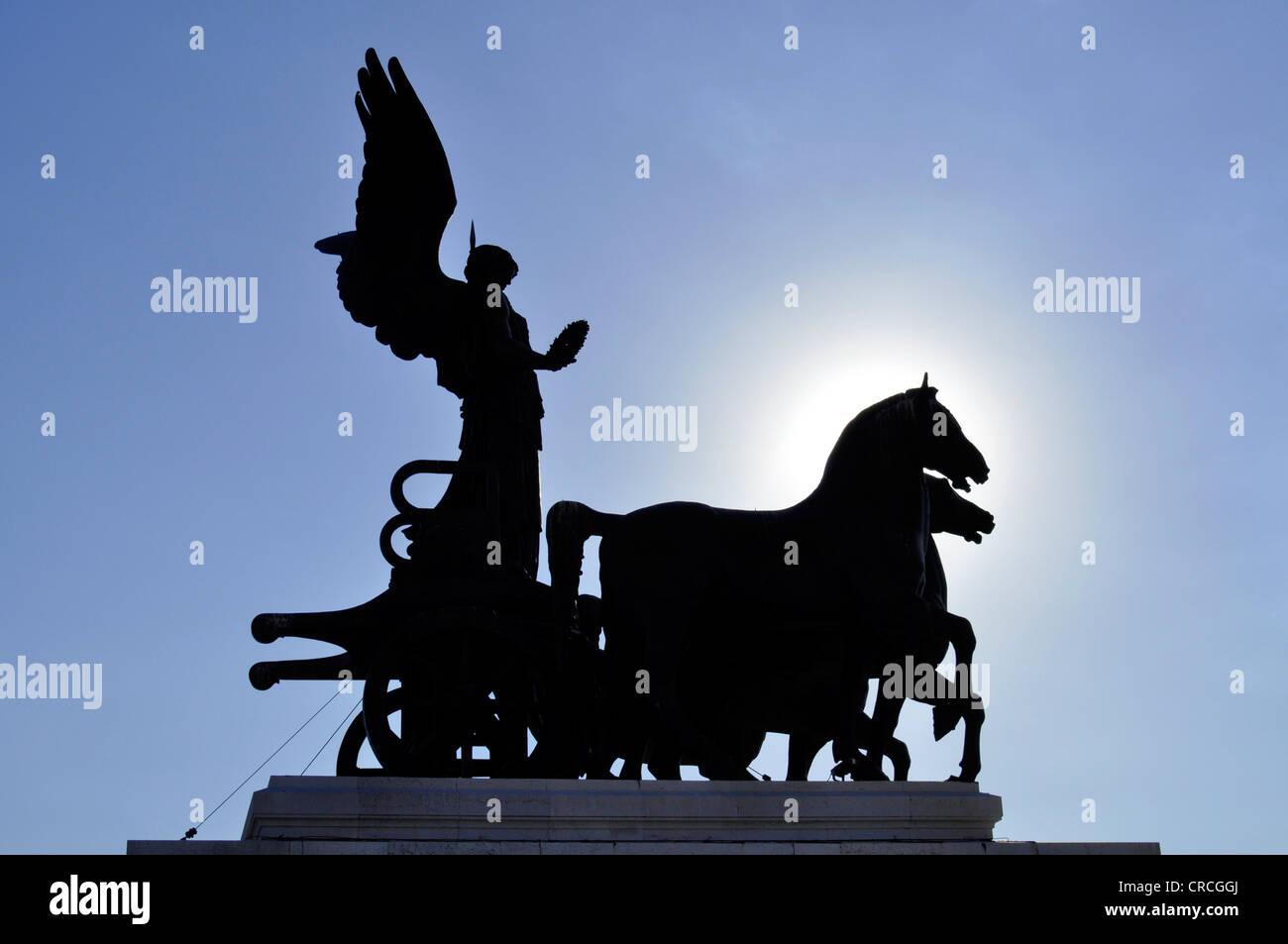 Bronze sculpture of the Quadriga della Libertà by Bartonlini, silhouette, National Memorial to King Vittorio - Stock Image