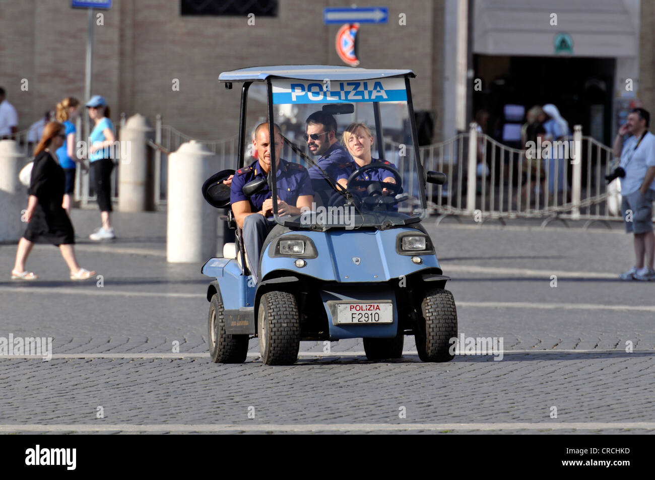Police patrol in a golf cart on St. Peter's Square, Vatican, Rome, Lazio, Italy, Europe - Stock Image