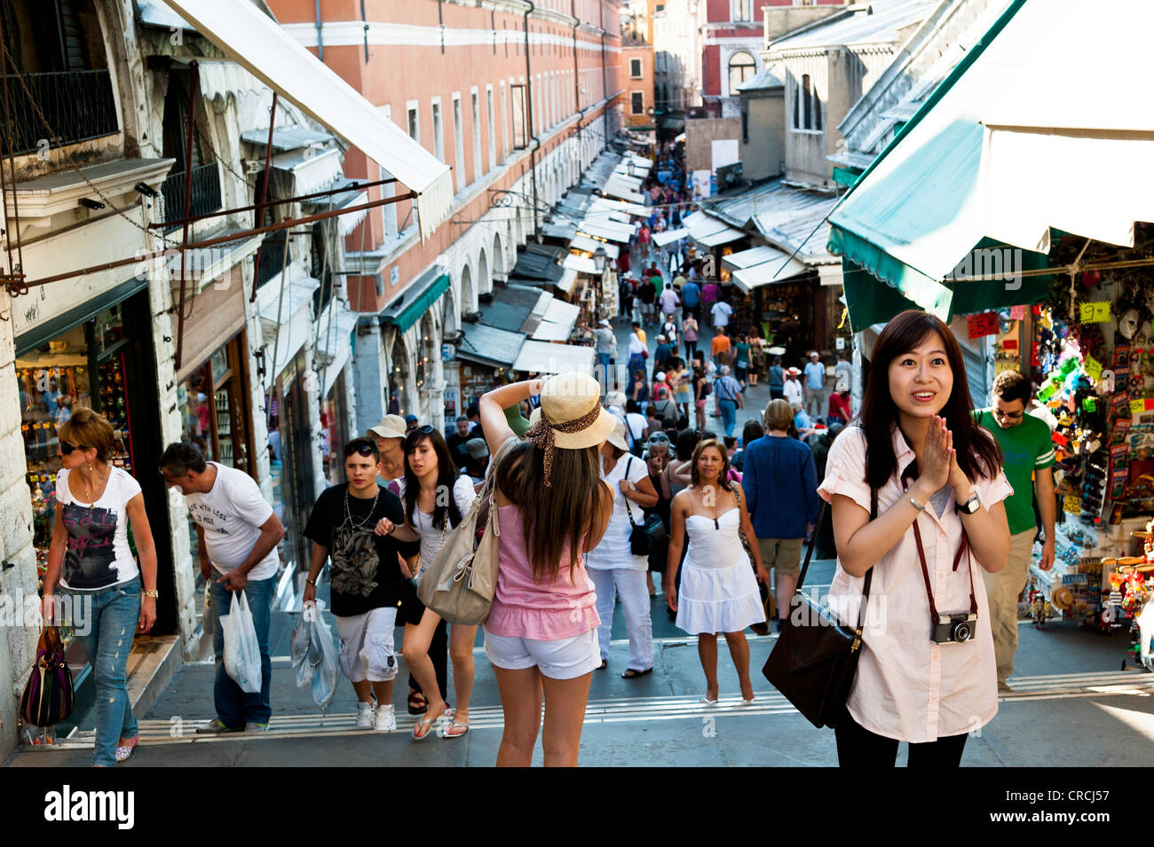 Businesses and tourists on the Rialto Bridge over the Grand Canal, Venice, Italy, Europe - Stock Image
