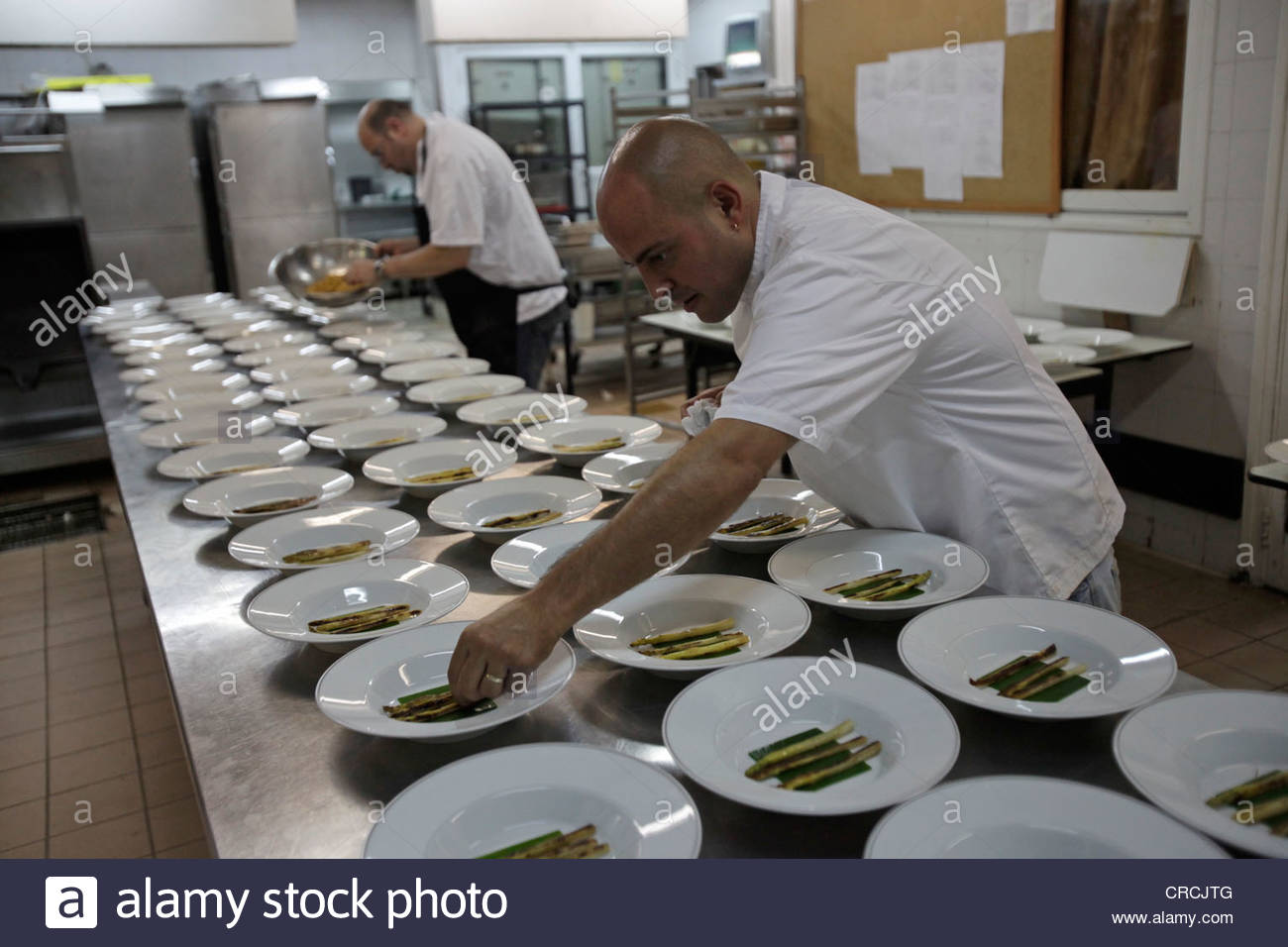 Cookers preparing mass dinner in Dan Panorama hotel Tel Aviv Israel - Stock Image