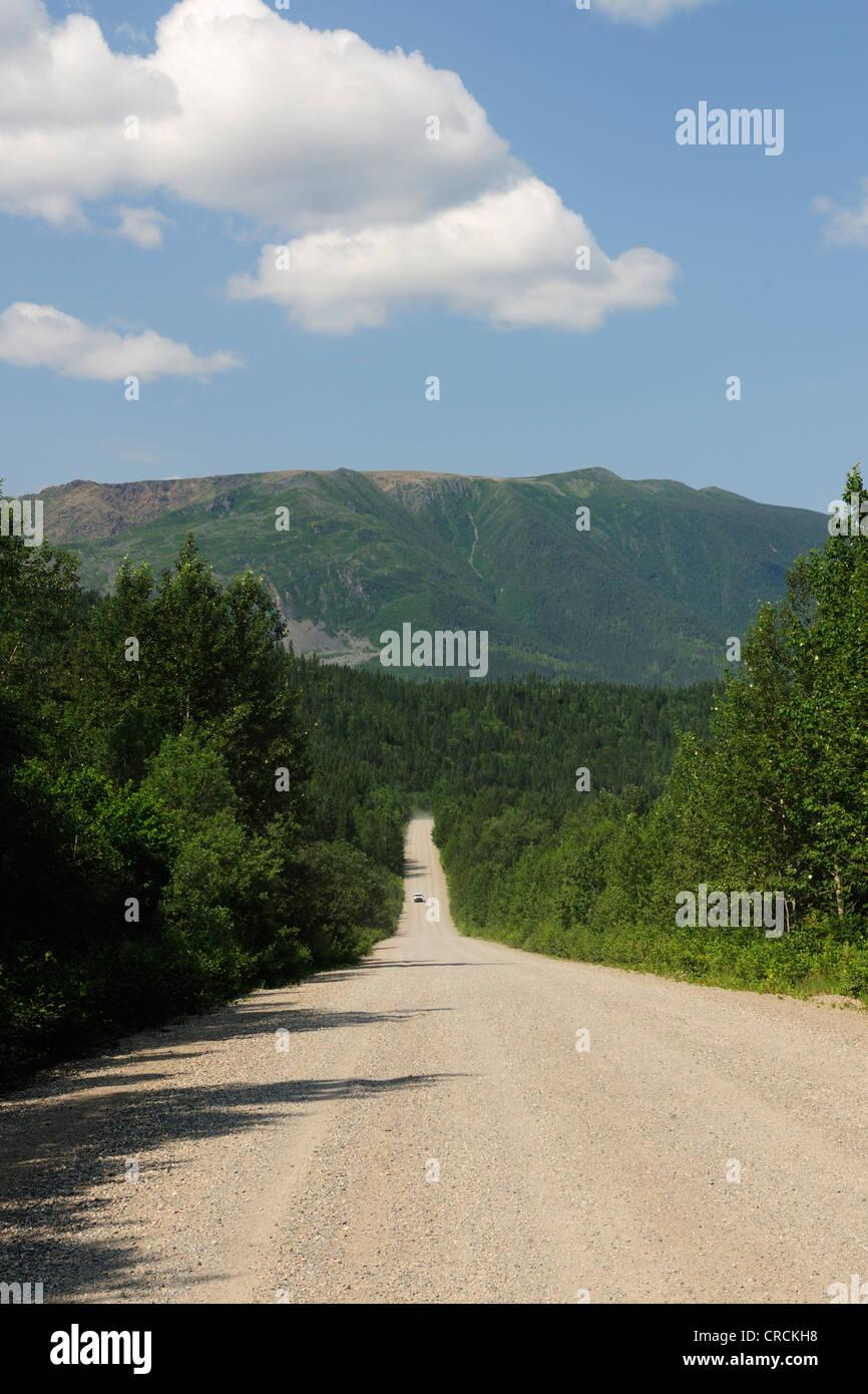 Unpaved road through the Parc national de la Gaspésie national park in the Chic-Choc Mountains, Gaspésie - Stock Image