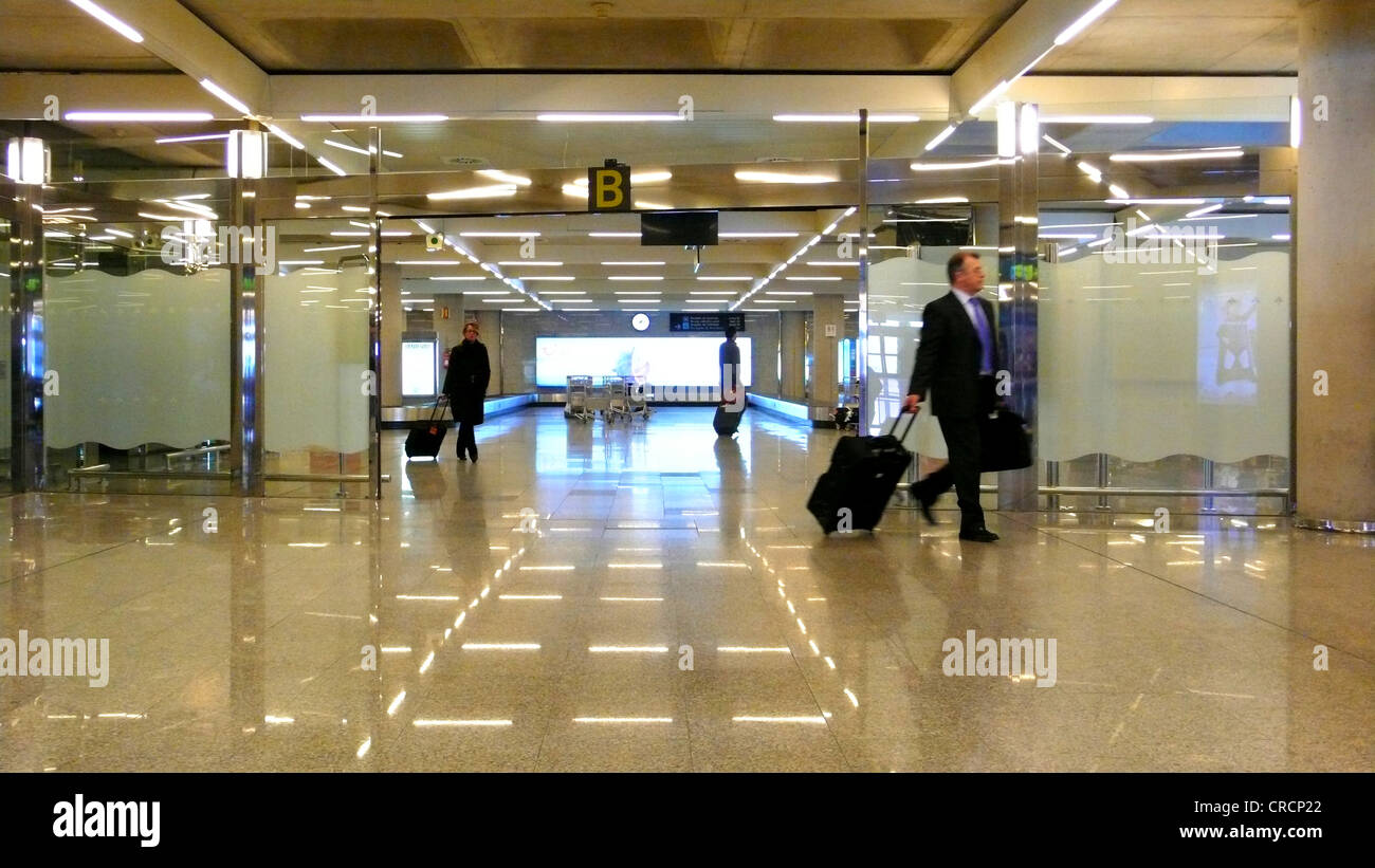 passengers at the arrival area of an airport, Spain, Majorca, Palma - Stock Image