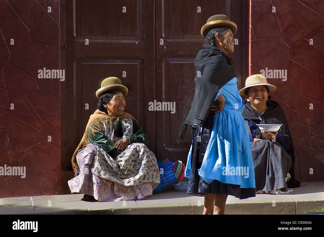 Street scene with three women of the indigenous peoples, La Paz, Bolivia, South America - Stock Image