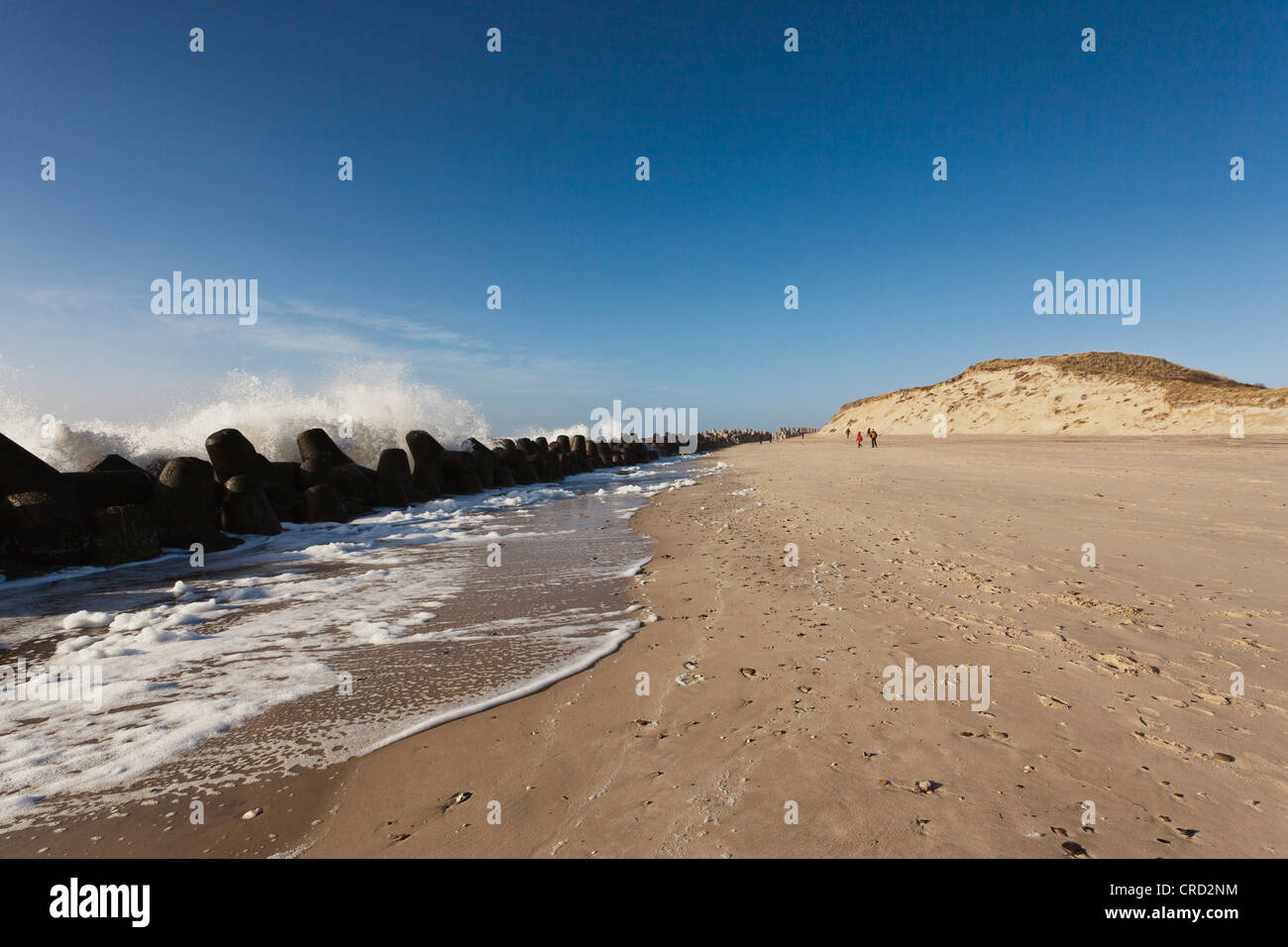 Surf and tetrapod barriers, Hörnum, Sylt, Schleswig-Holstein, Germany, Europe - Stock Image