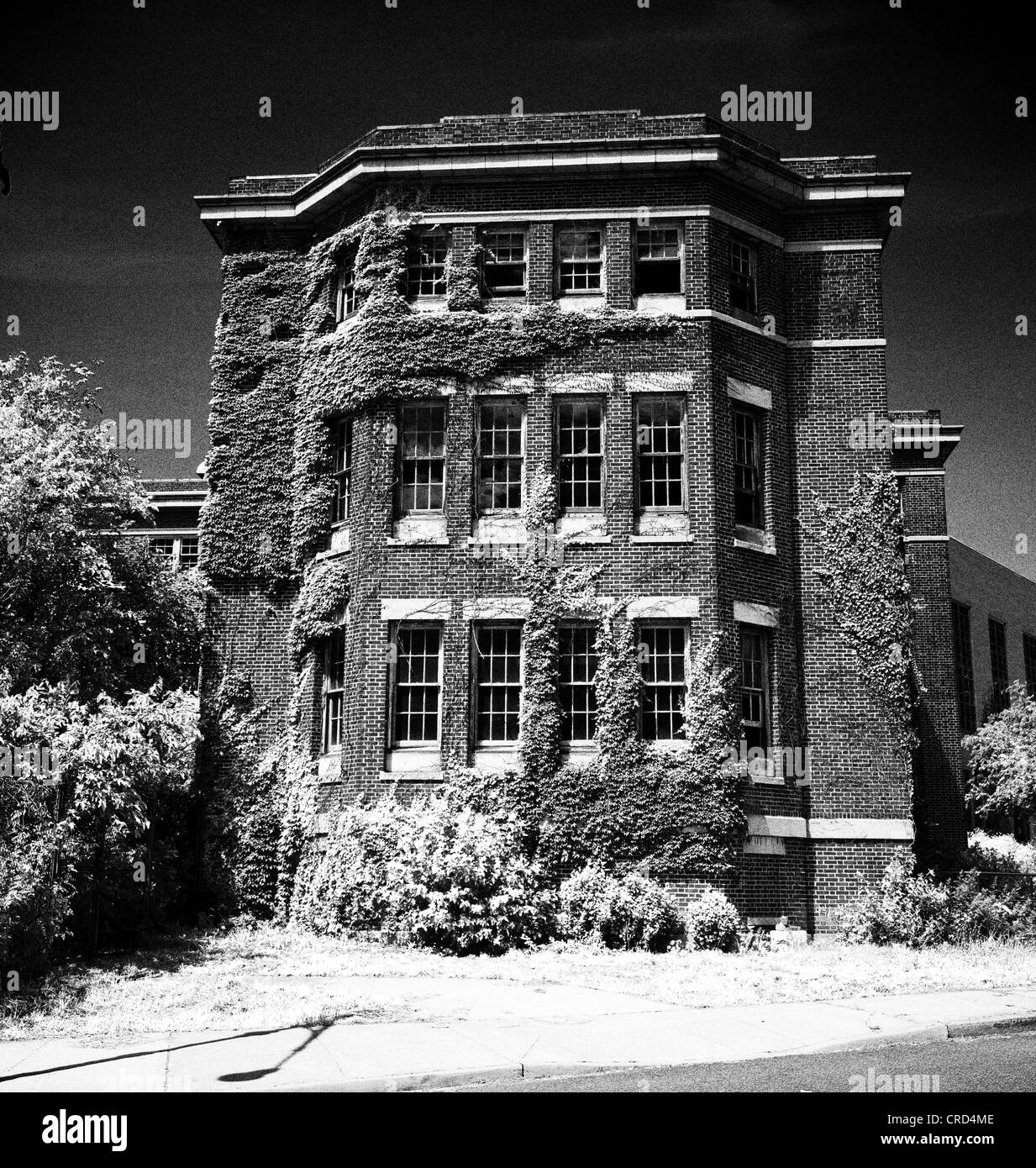 [act7] New Manhattan Psychicatric Hospital inmate  Unused-wing-of-manhattan-psychiatric-center-on-the-wards-island-portion-CRD4ME