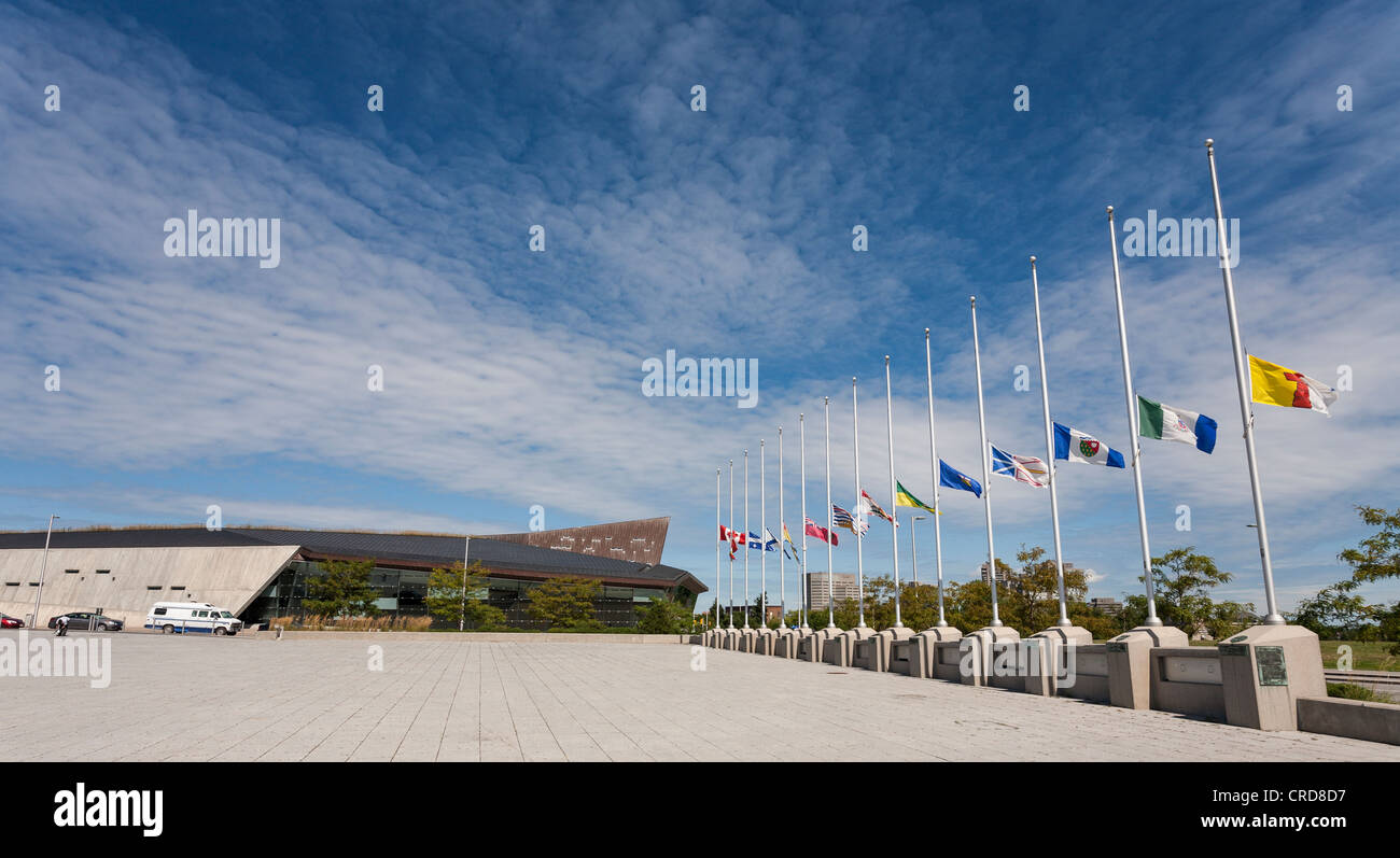 Half Mast Approach to Canada's War Museum. Flags fly at half mast mourning the death of Jack Layton, Opposition - Stock Image