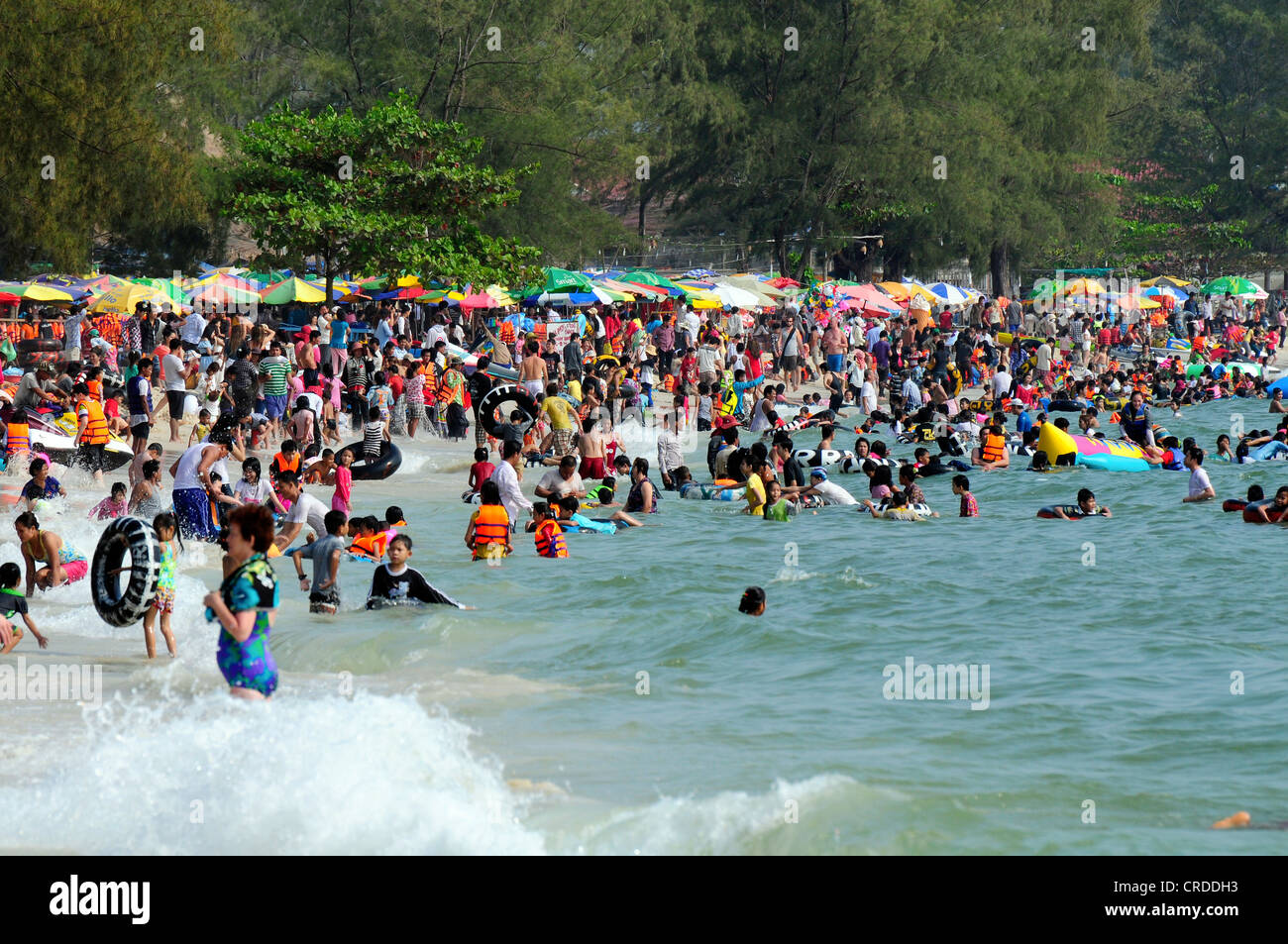 Crowds on the main beach, Ochheuteal Beach in Sihanoukville, Cambodia, Southeast Asia, Asia - Stock Image