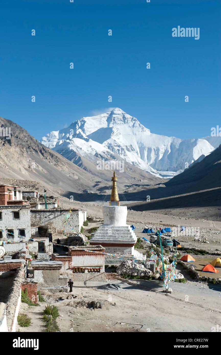 Tibetan Buddhism, Rongbuk Monastery, white stupa, summit of Mount Everest, base camp north side, the Himalayas, - Stock Image