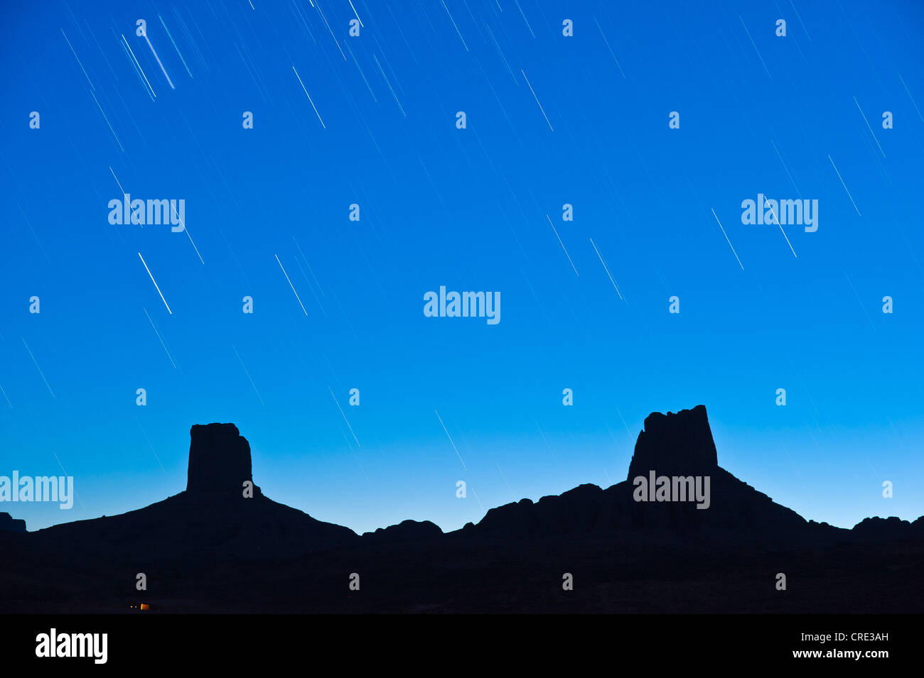 Star-spattered sky over imposing rocks, called Madame and Monsieur, Bab'n Ali, Djebel Sarhro mountains, southern - Stock Image