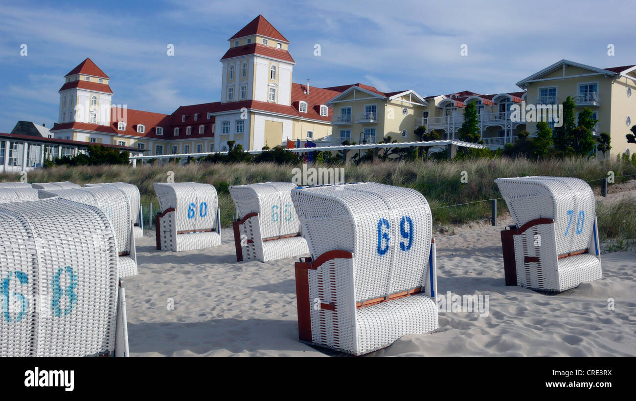beach chairs in front of Kurhaus, Germany, Insel Ruegen, Binz - Stock Image