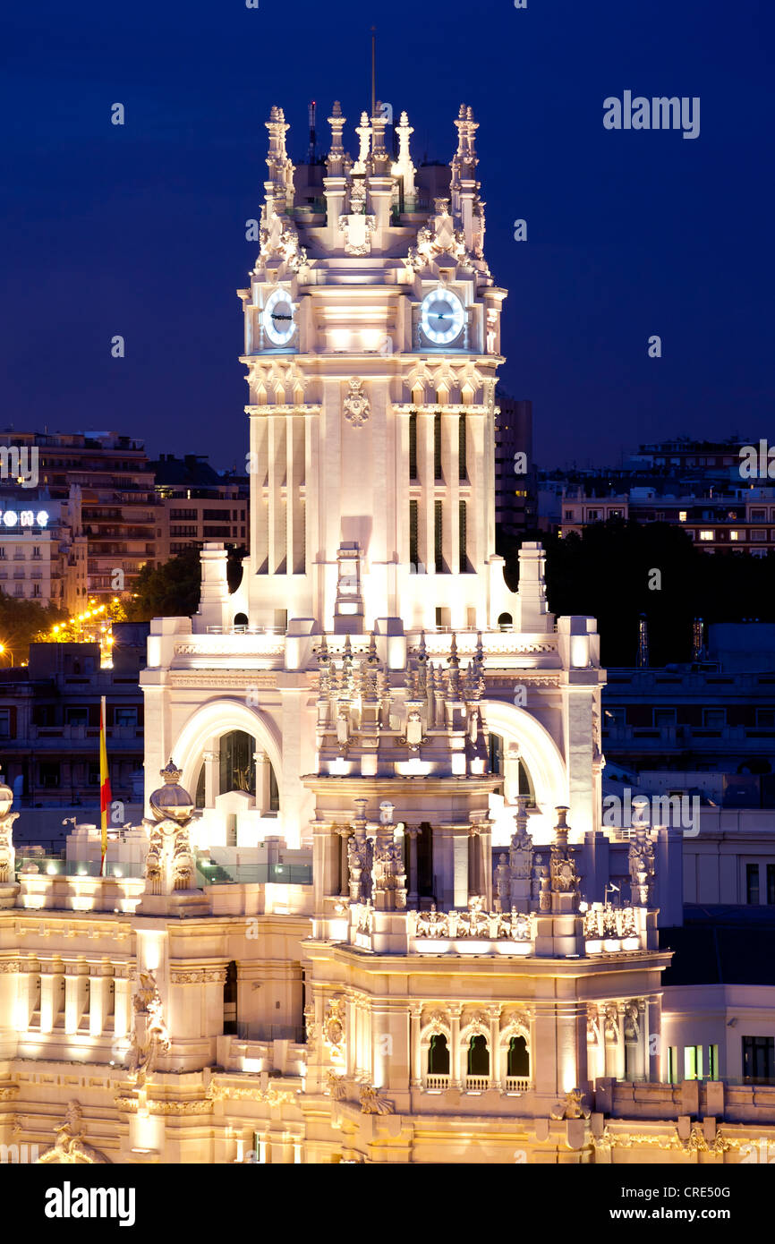Palacio de Comunicaciones, at night, former headquarters of the postal service, now the Town Hall and City Council Stock Photo