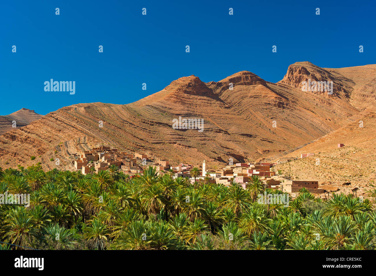 Typical cuesta landscape, mountain slopes characterized by erosion, with small settlements and date palms, Ait Mansour Stock Photo