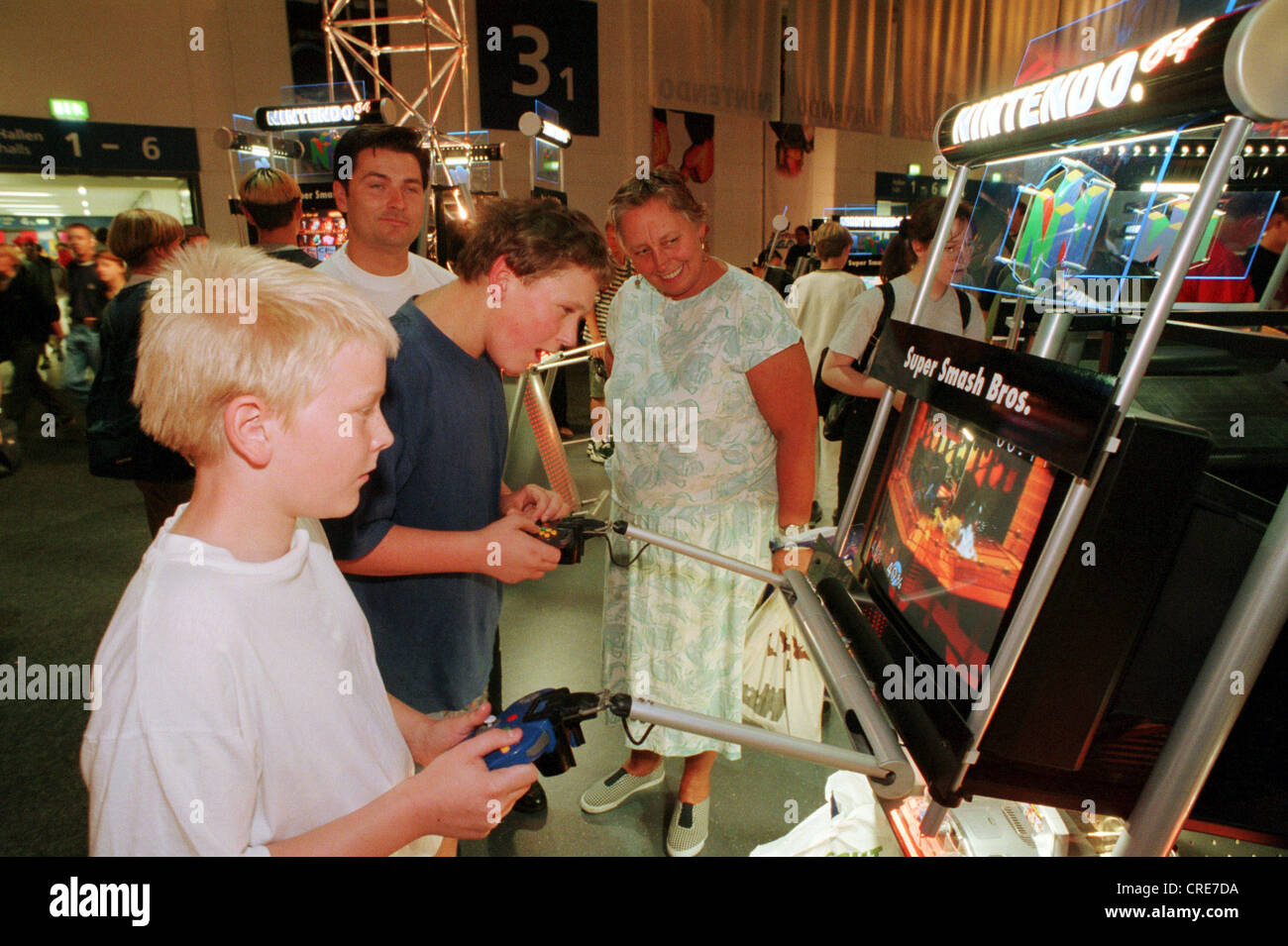 Children, young people play on a Nintendo 64, Playstation, IFA 1999 ...