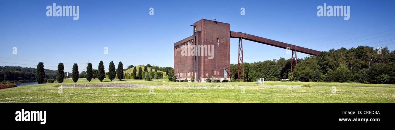 coal bunker at the Nordstern Park, Germany, North Rhine-Westphalia, Ruhr Area, Gelsenkirchen - Stock Image