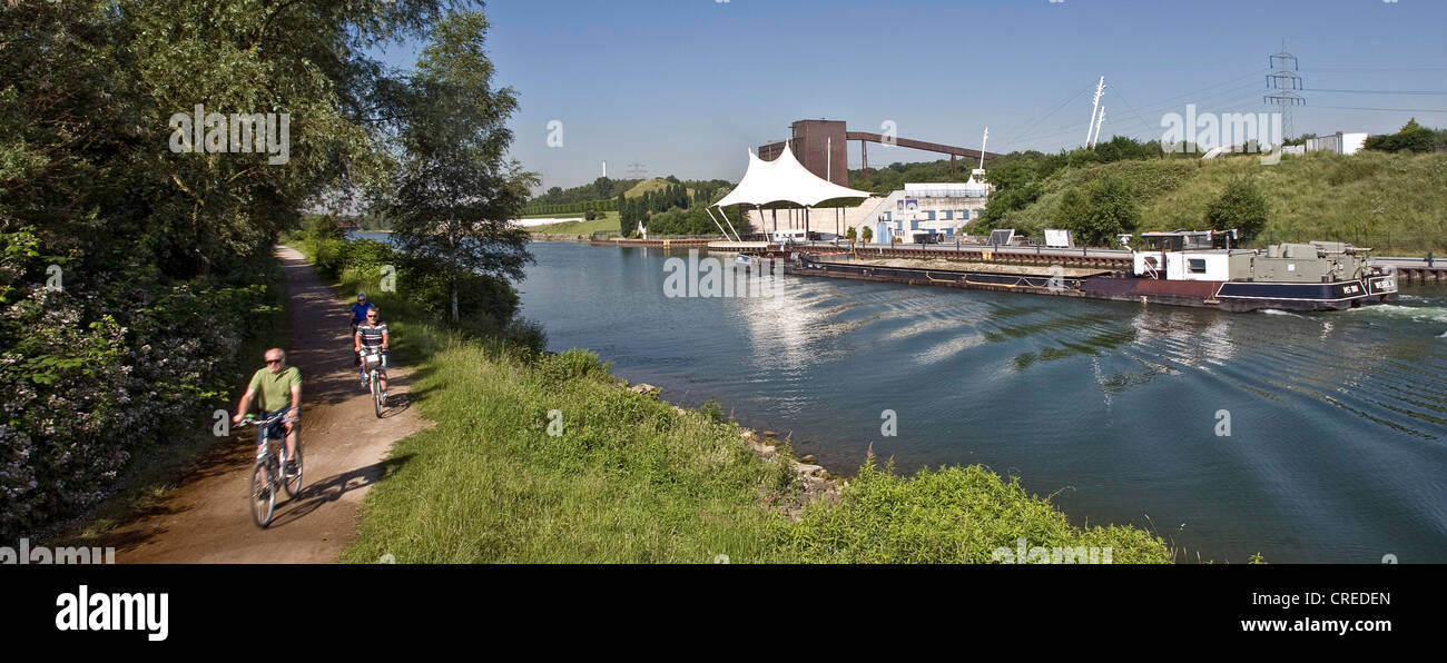 cyclists on the cycleway beside the Rhine-Herne-Channel at the Nordstern Park, Germany, North Rhine-Westphalia, - Stock Image