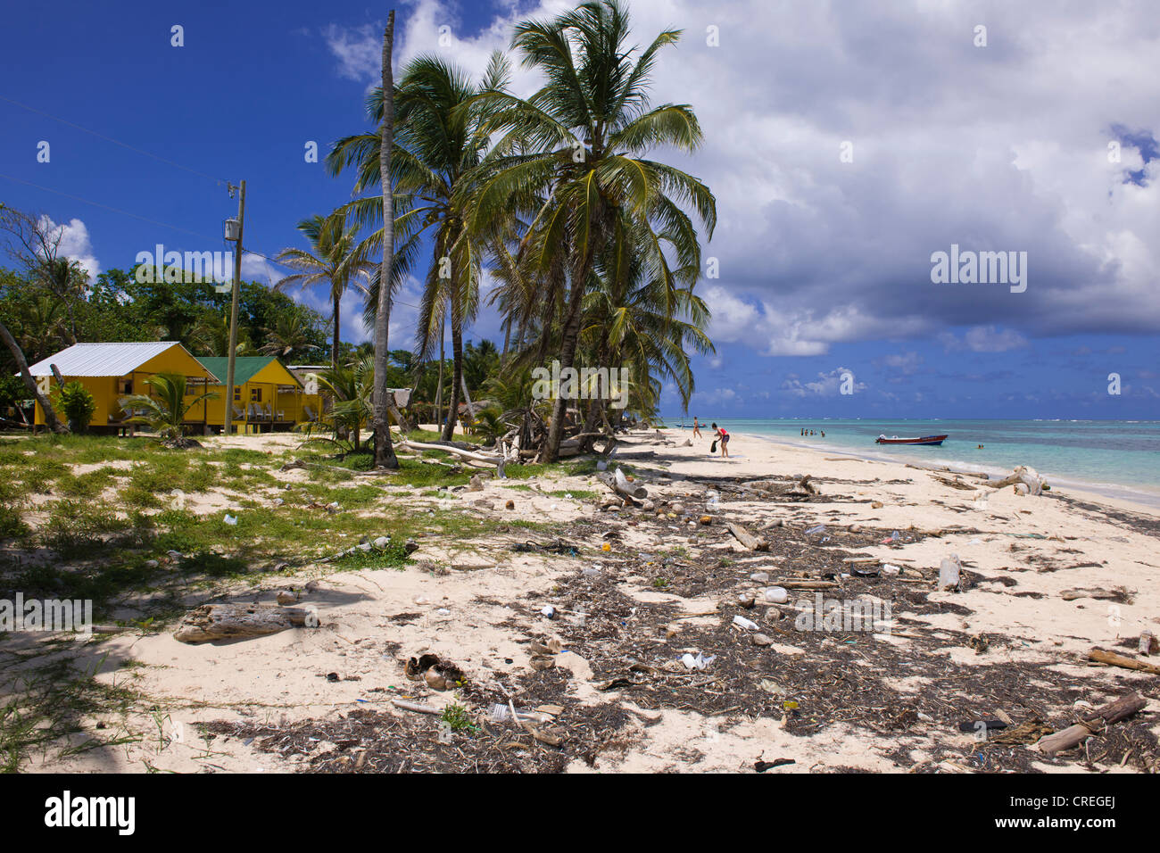 Polluted beach with tourist cabins, Little Corn Island, Caribbean Sea, Nicaragua, Central America, America - Stock Image