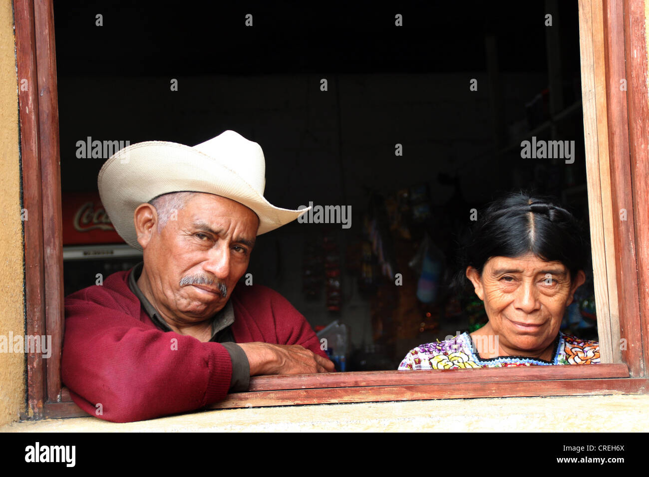 Maya Couple in a window in Santiago de Atitlan, Guatemala, Atitlansee, Santiago de Atitlan - Stock Image