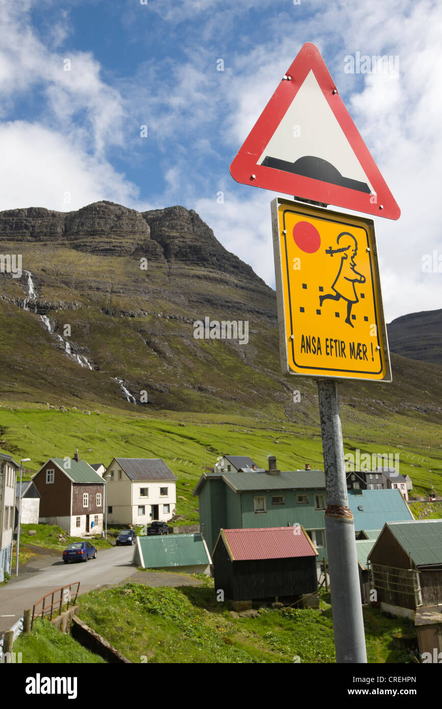 Speed hump warning sign, Caution Children sign, Faroe Islands, island group in the North Atlantic, Denmark, Northern - Stock Image