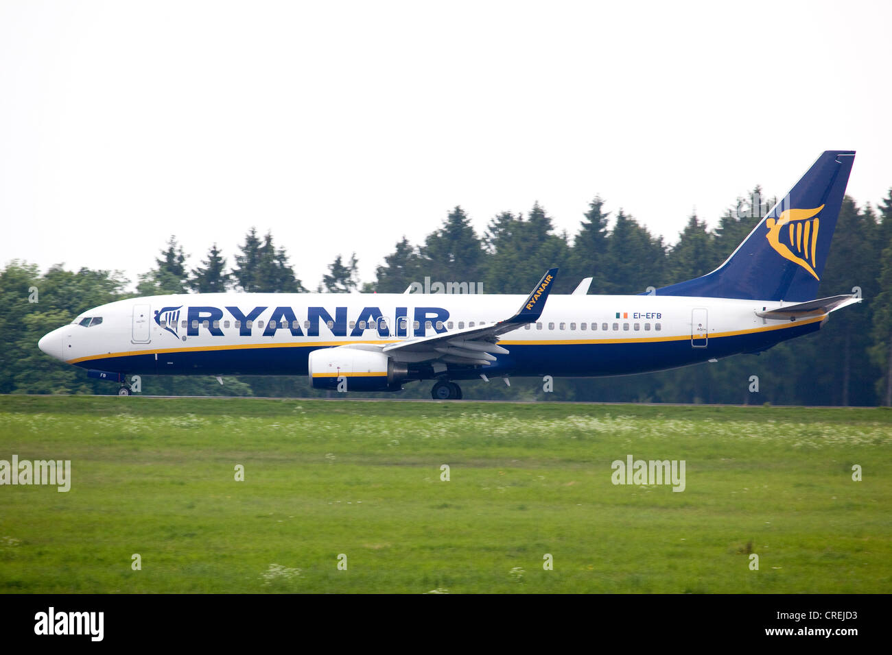 Boeing 737 from the budget airline Ryanair at Frankfurt-Hahn Airport in the Hunsrueck district near Simmern - Stock Image