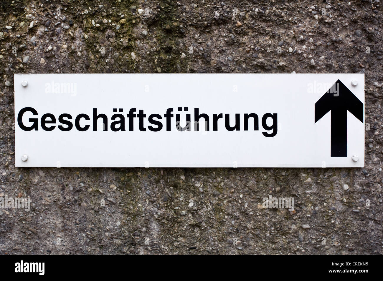 Sign, Geschaeftsfuehrung or business management, and arrow pointing up - Stock Image