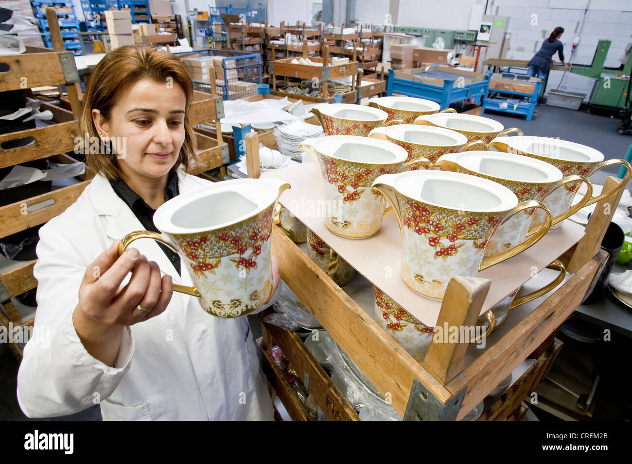 Employee during the final inspection of Versace teapots at the porcelain manufacturer Rosenthal GmbH, Speichersdorf, - Stock Image