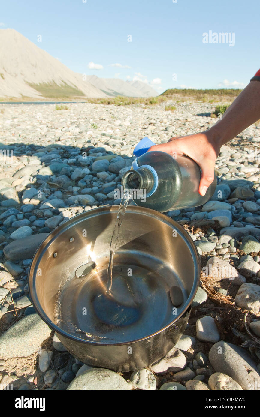 Backing bread on a camp fire, covering the pebbles in the larger pot with water, grill, camping, Wind River, Yukon - Stock Image