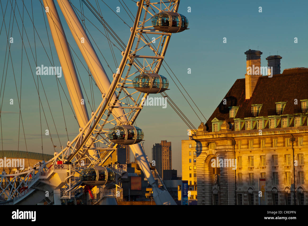 England, Greater London, London Borough of Lambeth. The London Eye (also known as the Millennium Wheel), the tallest - Stock Image
