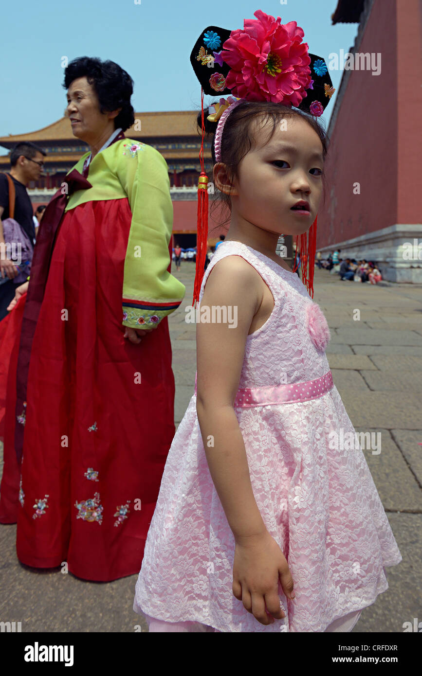 chinese girl and mother in beijing china - Stock Image