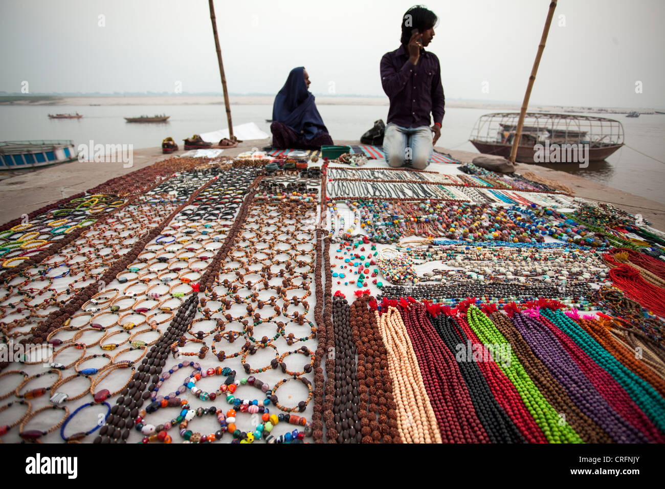 Accessory shop in Ghat in Varanasi, Uttar Pradesh, India - Stock Image