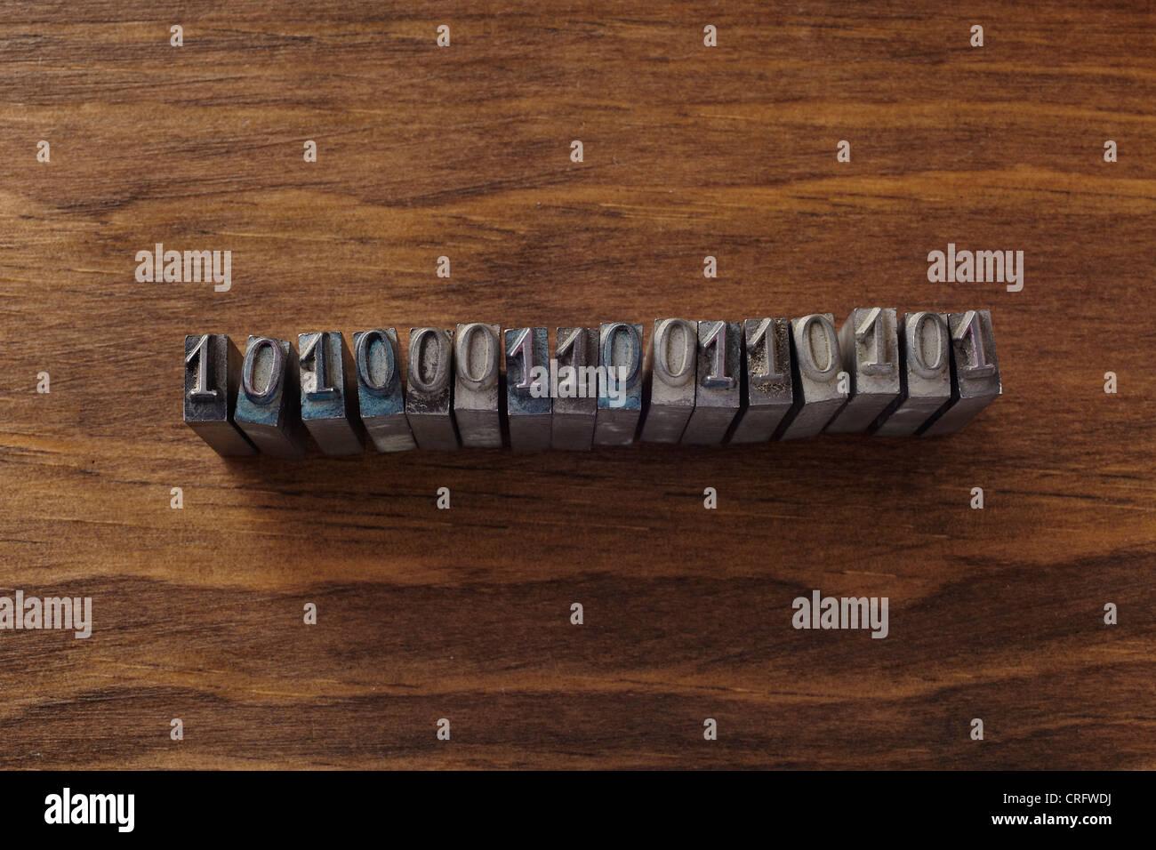 Lead type spelling binary code - Stock Image