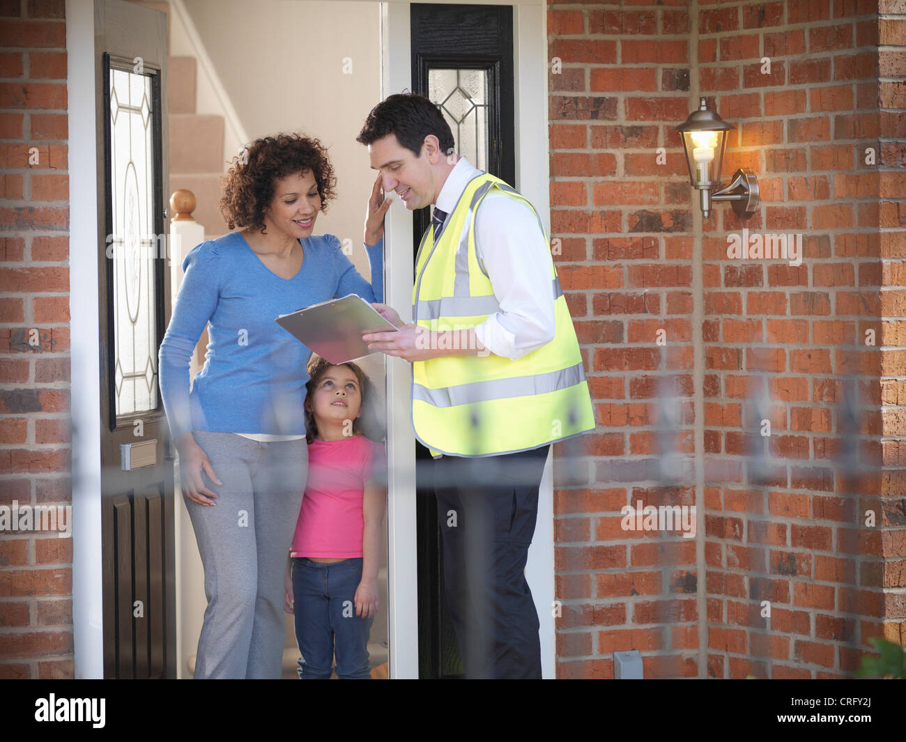 Energy worker talking to family - Stock Image