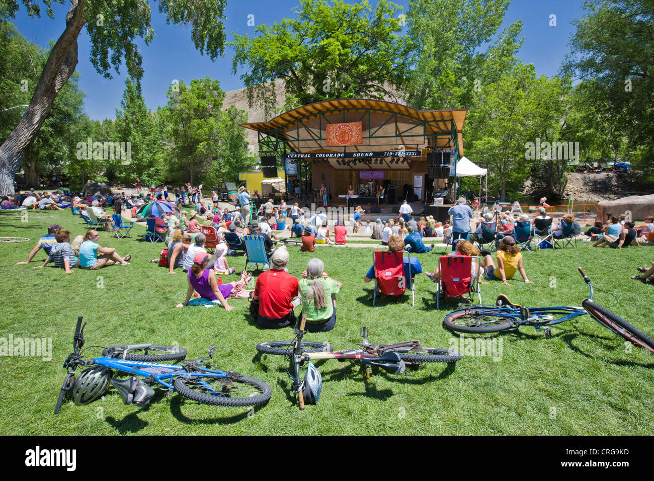 The Red Bandana, a music band of four young girls plays during the annual Fibark Festival in Riverside Park, Salida, - Stock Image