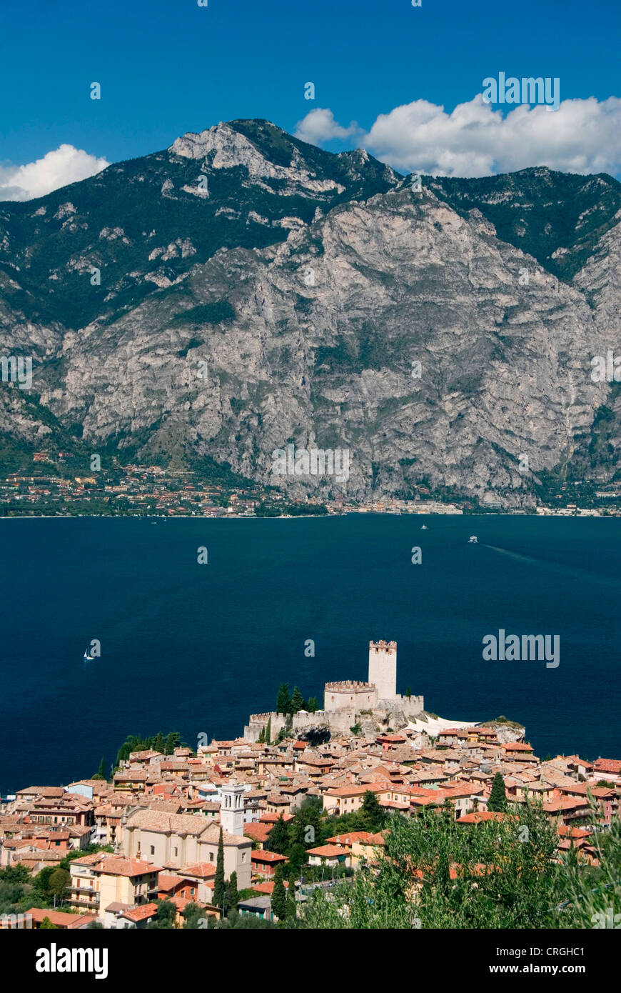 view on the village, Scaliger castle and Lake Garda, Italy, Veneto, Malcesine - Stock Image