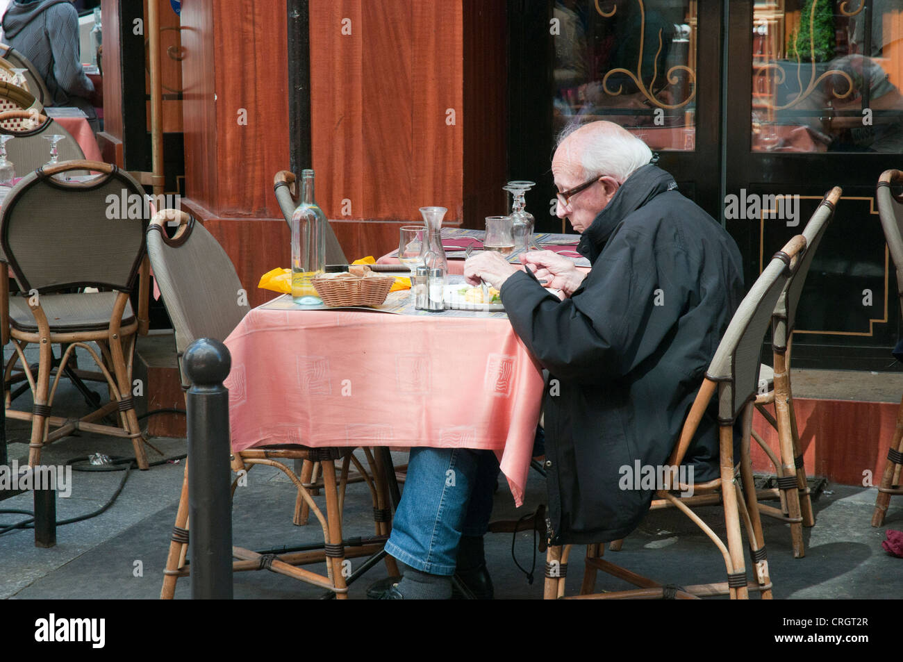 Older man dining alone on the Left Bank, Paris - Stock Image