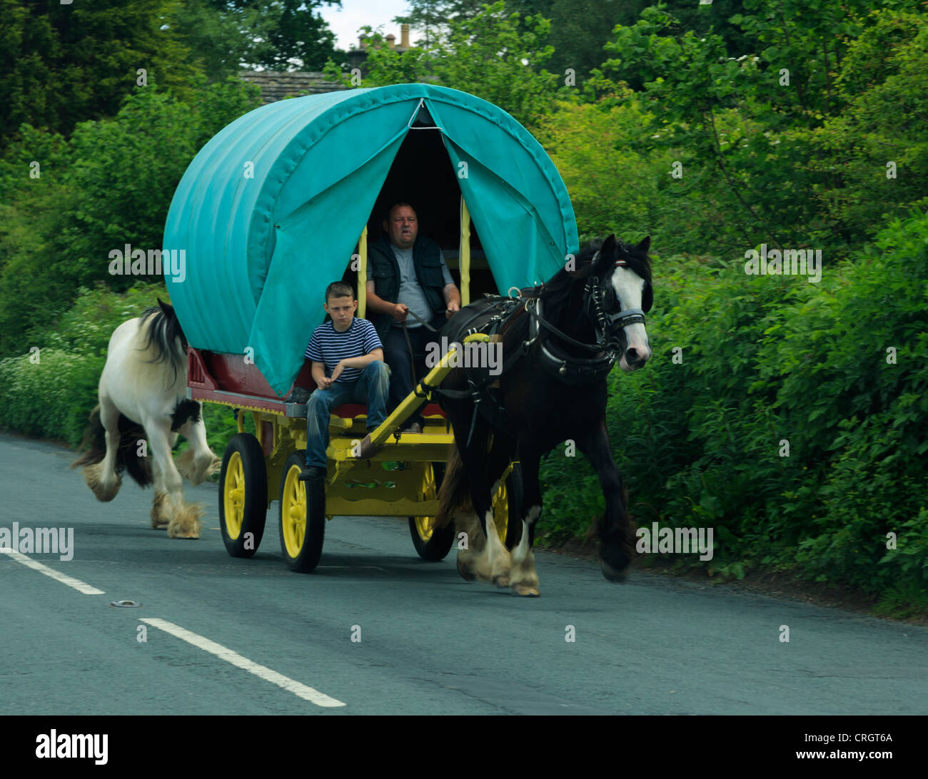 Travellers in a traditional horse drawn caravan in Sedbergh, Cumbria. - Stock Image