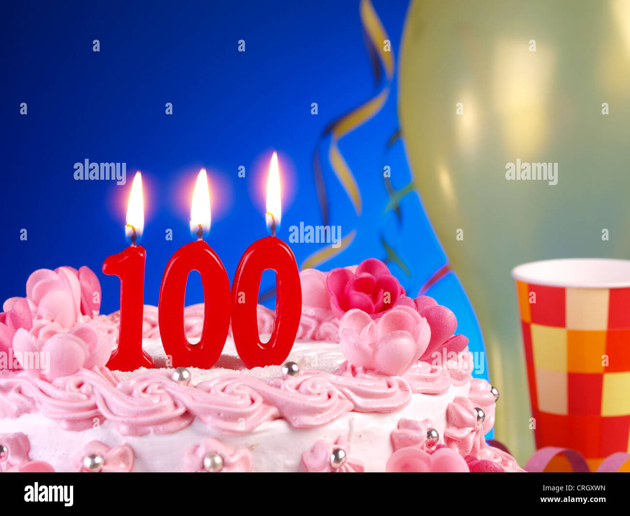 Birthday Anniversary Cake With Candles Showing Nr 100