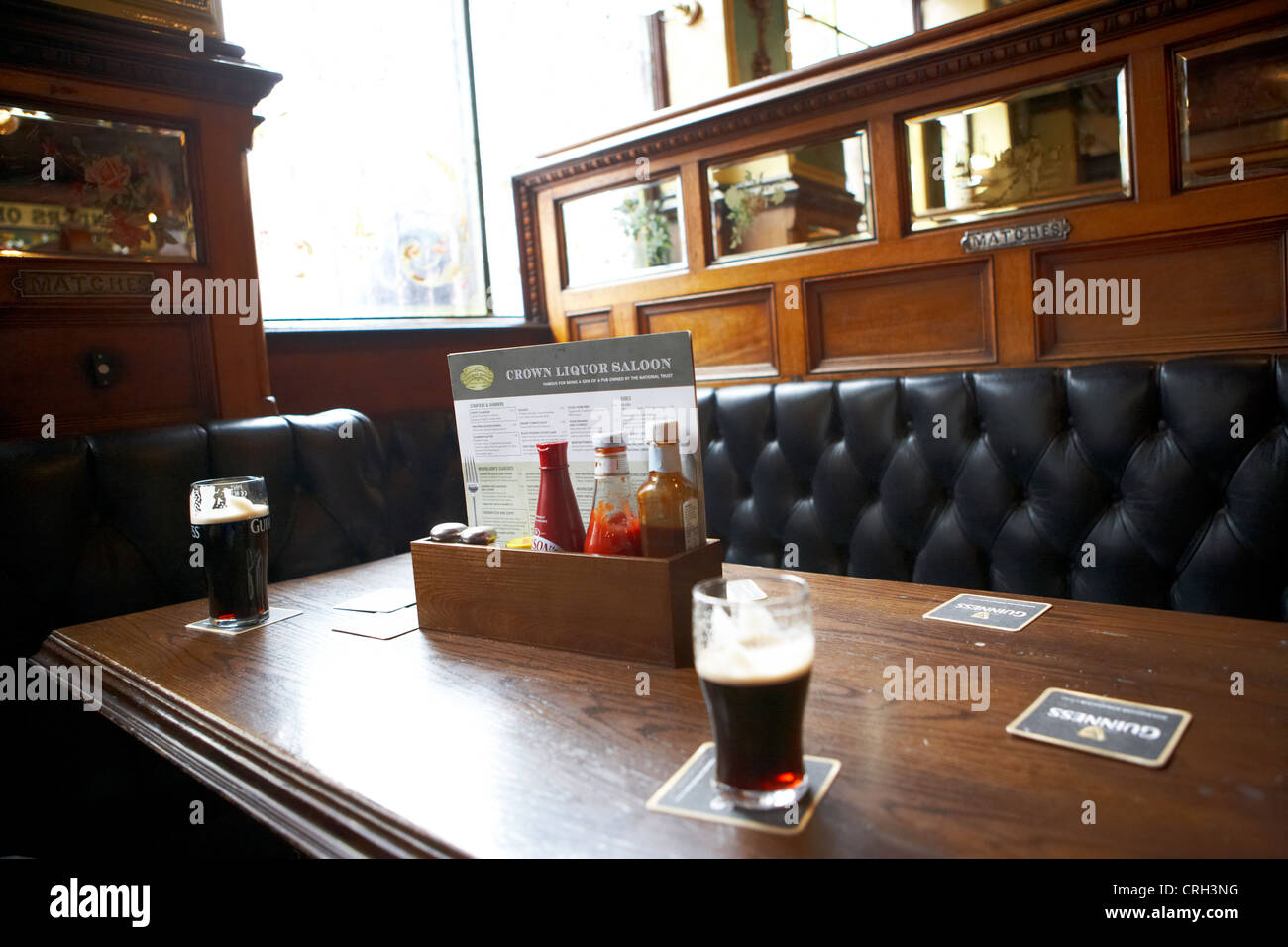 snug compartment in the interior of the crown liquor saloon bar pub in belfast northern ireland uk - Stock Image