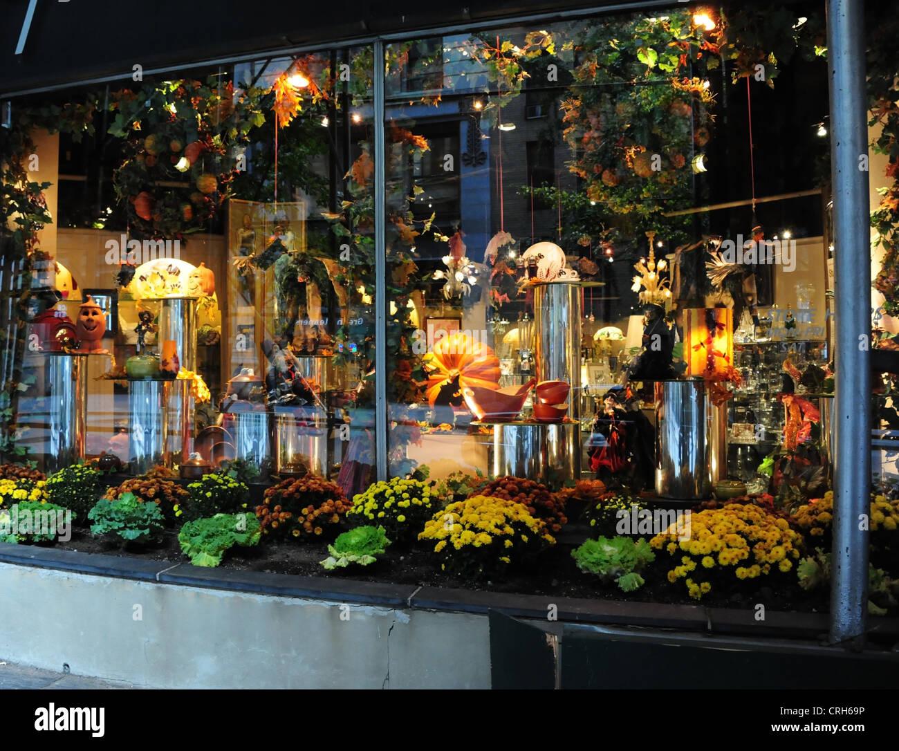 Halloween Shop Displays.Electric Lights Decorative Halloween Pumpkins Glassware Chinaware