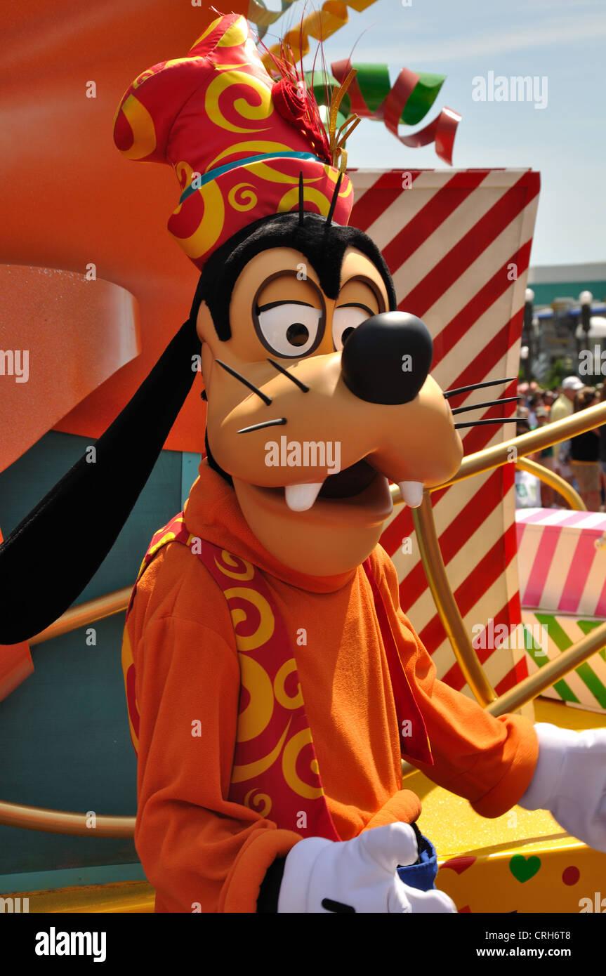 Goofy on parade at Disney World in Orlando. - Stock Image