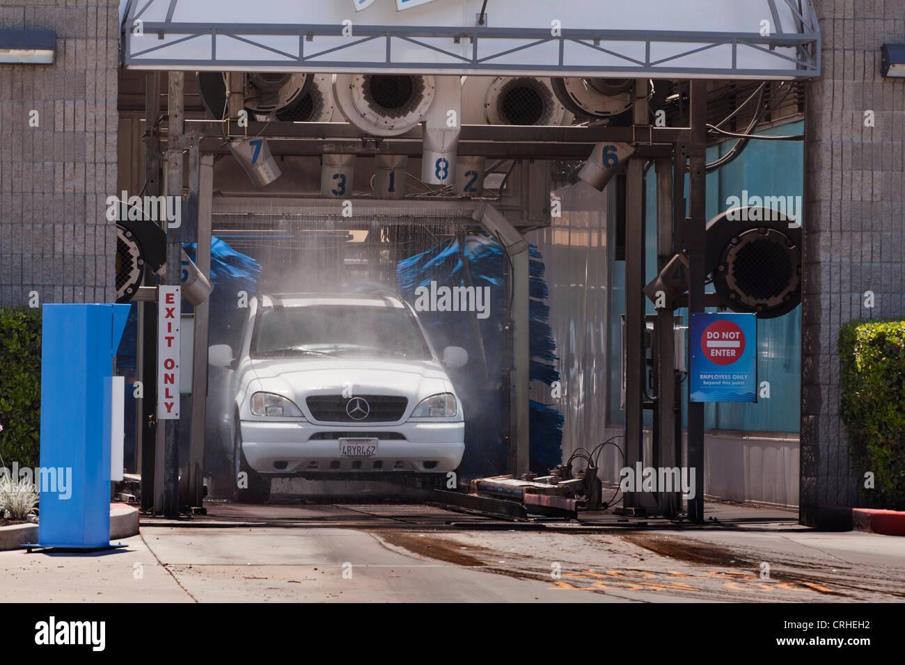 Drive through car wash - California USA - Stock Image