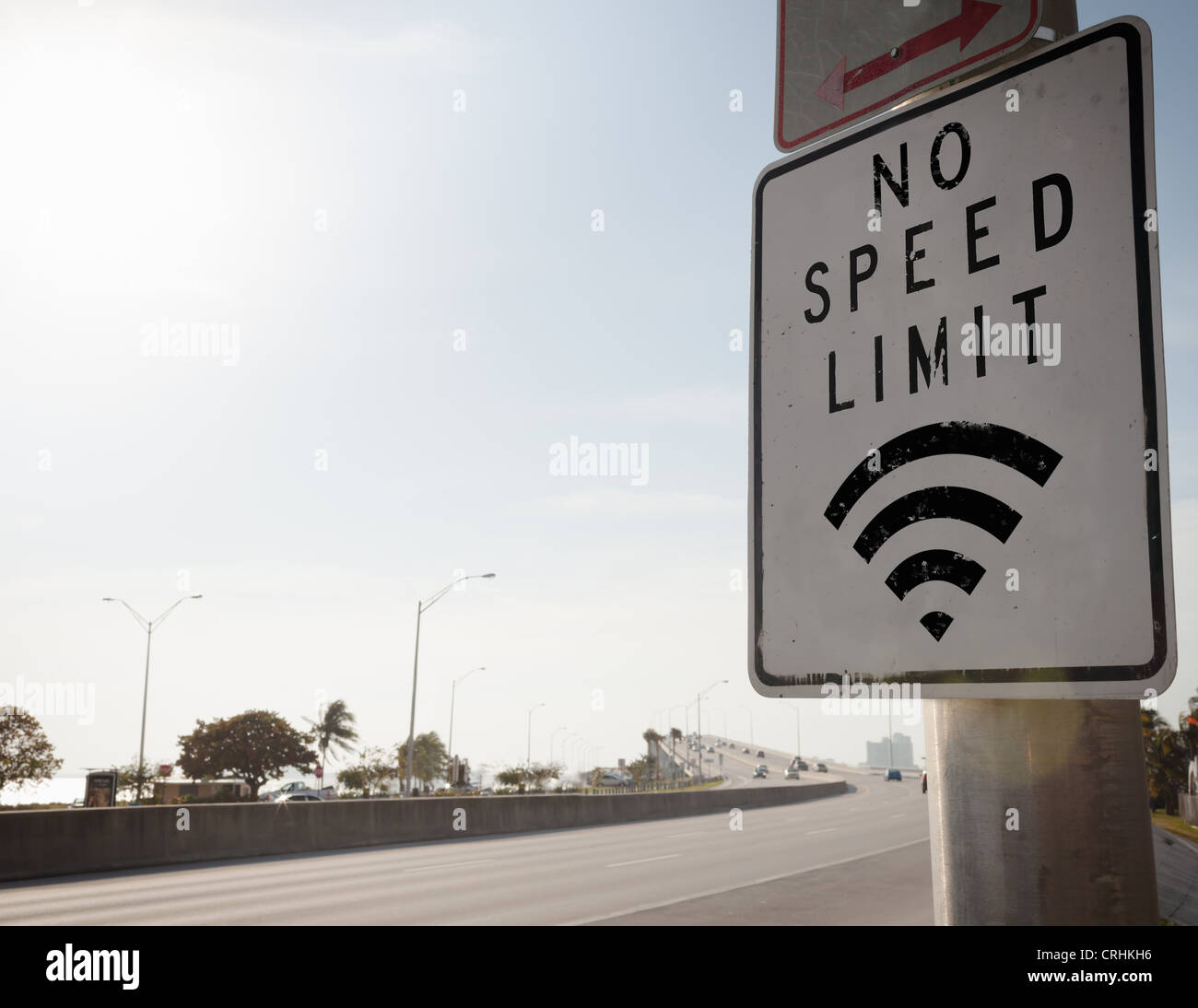 No speed limit sign on freeway - Stock Image