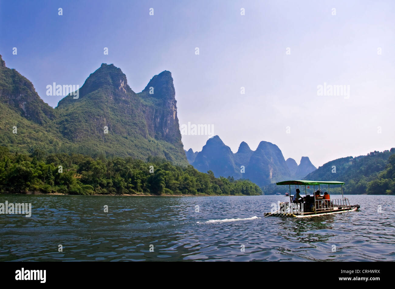 A boat on Li river between Guilin and  Yangshuo, Guangxi province - China Stock Photo