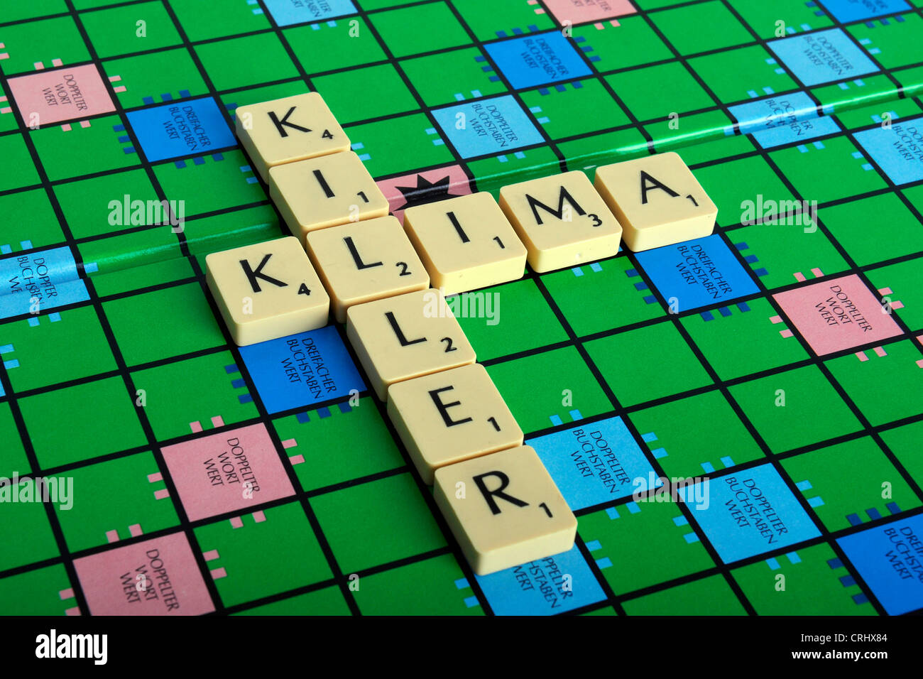 Scrabble field with the words 'Erderwaermung' and 'Killer' - Stock Image