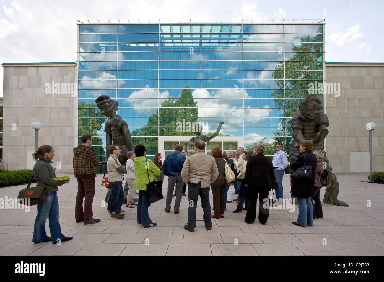 group of visitors during a guided tour at 'Kulturpfadfest' in front of the glass cladding of the RWE building - Stock Image