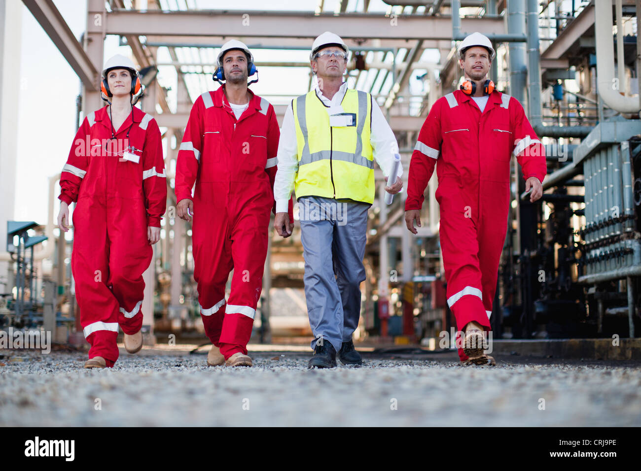 Workers walking at chemical plant - Stock Image