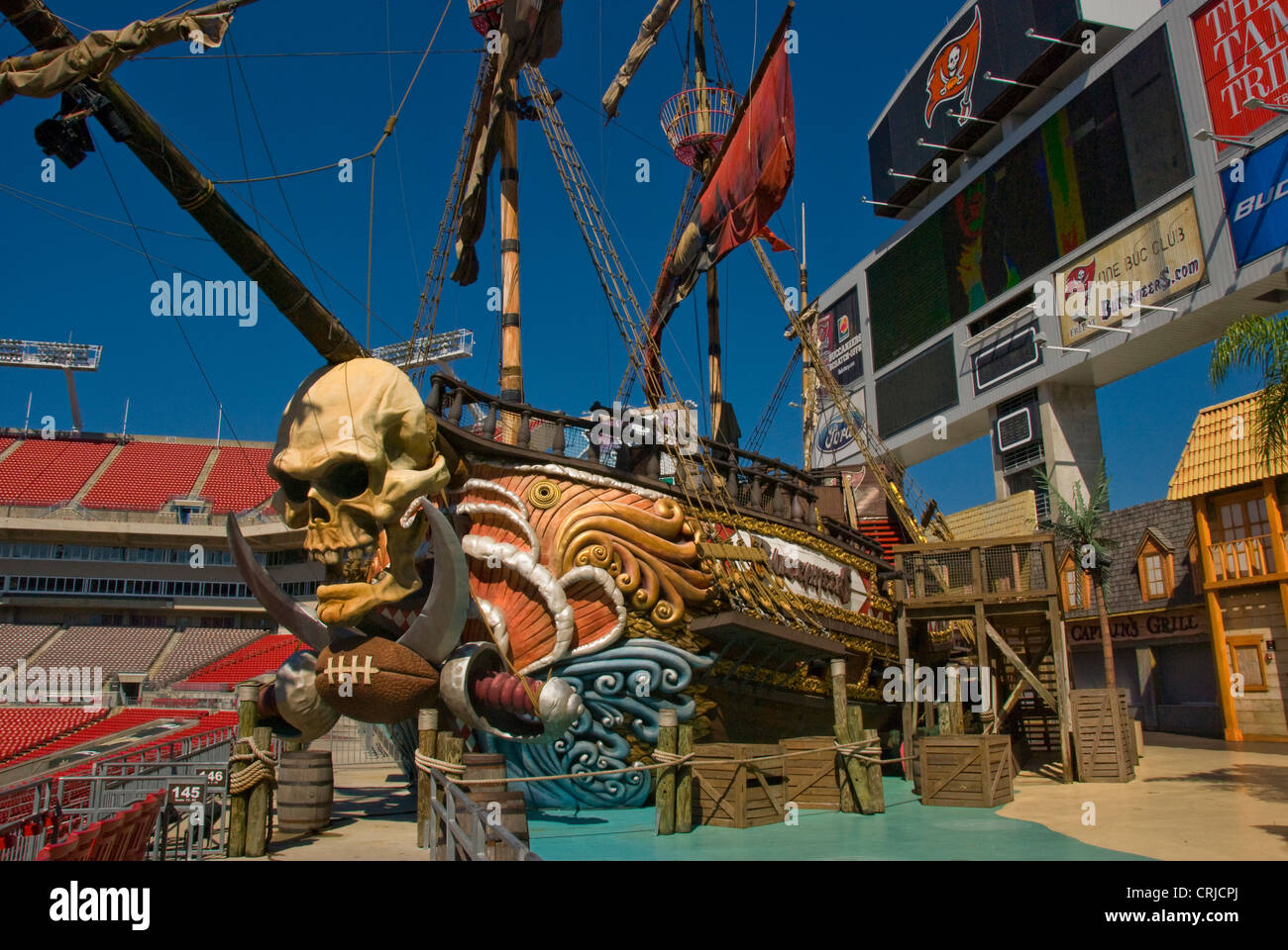 skull on ship at the raymond james football stadium in tampa florida stock photo alamy https www alamy com stock photo skull on ship at the raymond james football stadium in tampa florida 48963002 html
