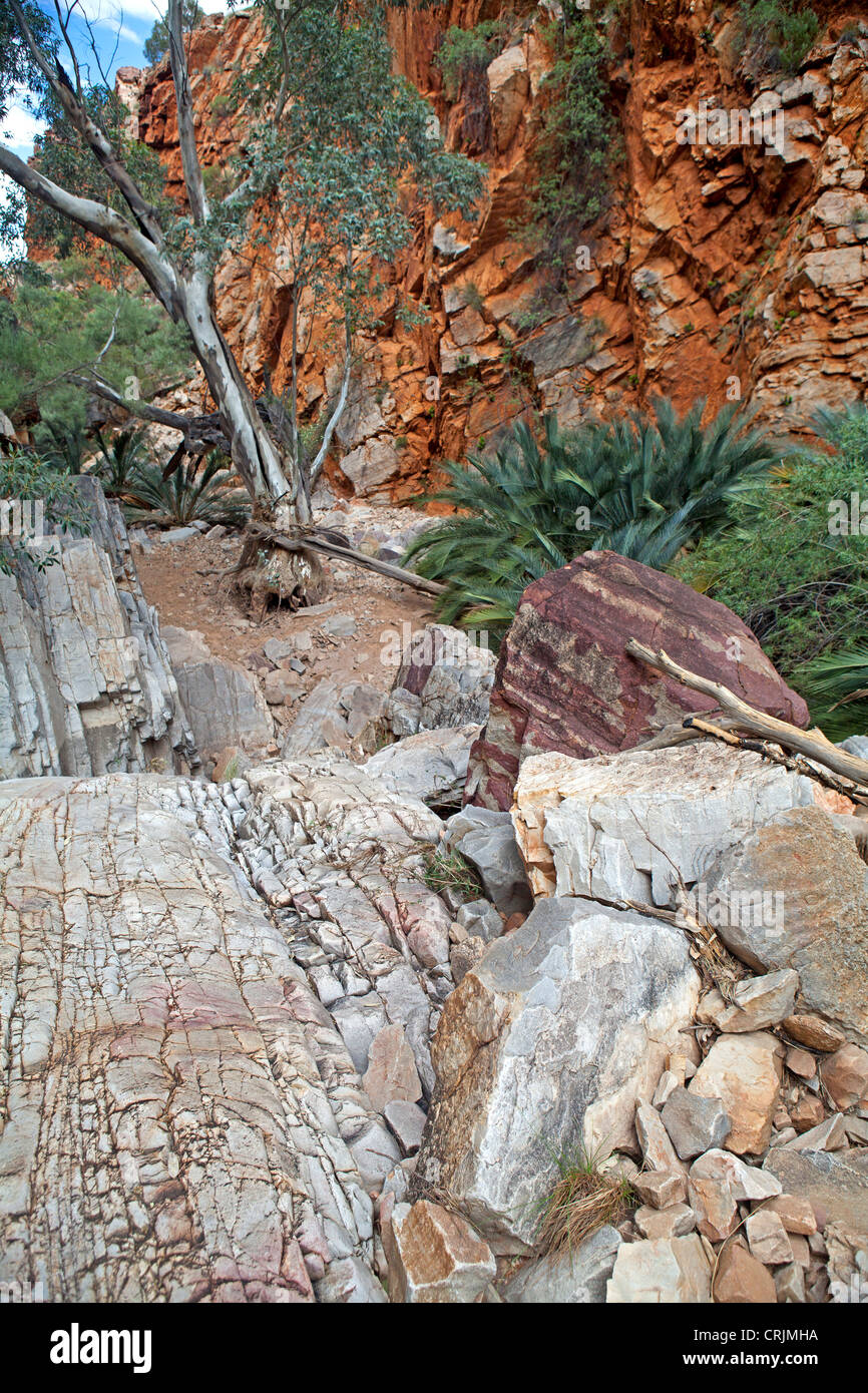 Inhalanga Pass in the West MacDonnell Ranges - Stock Image