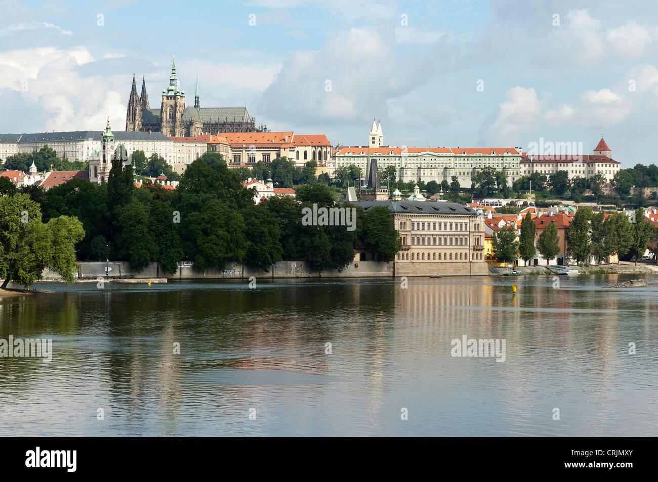 Elk188-1066 Czech Republic, Prague, Vltava River, Prague Castle and St Vitus Cathedral - Stock Image
