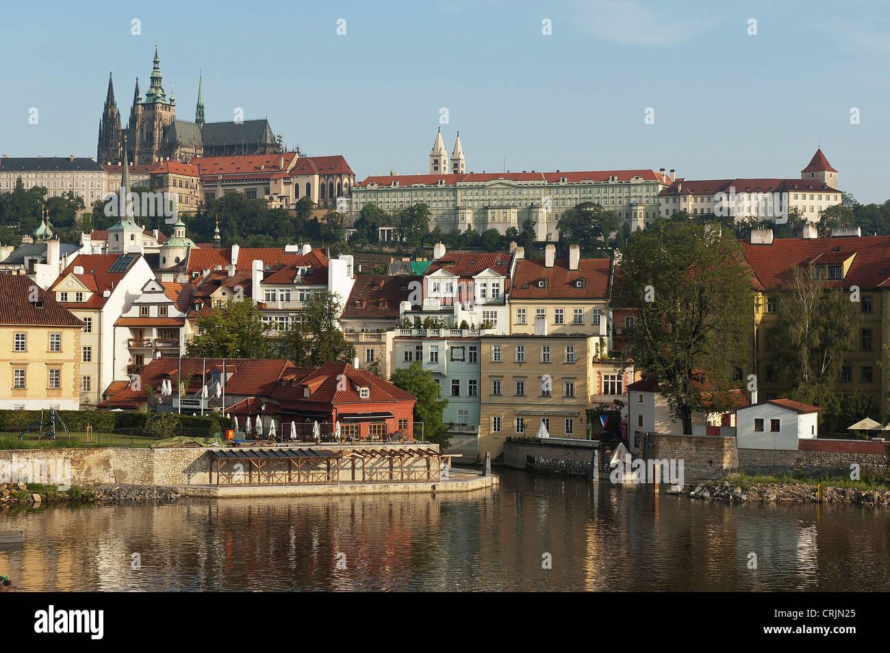 Elk188-1114 Czech Republic, Prague, Vltava River, Prague Castle and St Vitus Cathedral - Stock Image