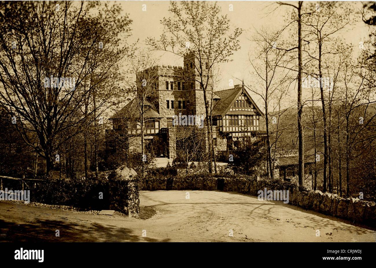 Huge Fortified English Tudor Mansion - Stock Image